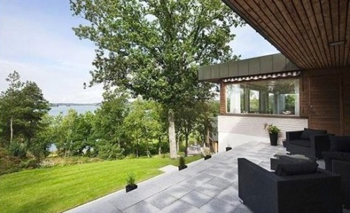 http://picturehomedesign.com/346/amazing-villa-with-great-lakeside-views-and-outdoor-patios/amazing-villa-with-great-lakeside-views-and-outdoor-patios/